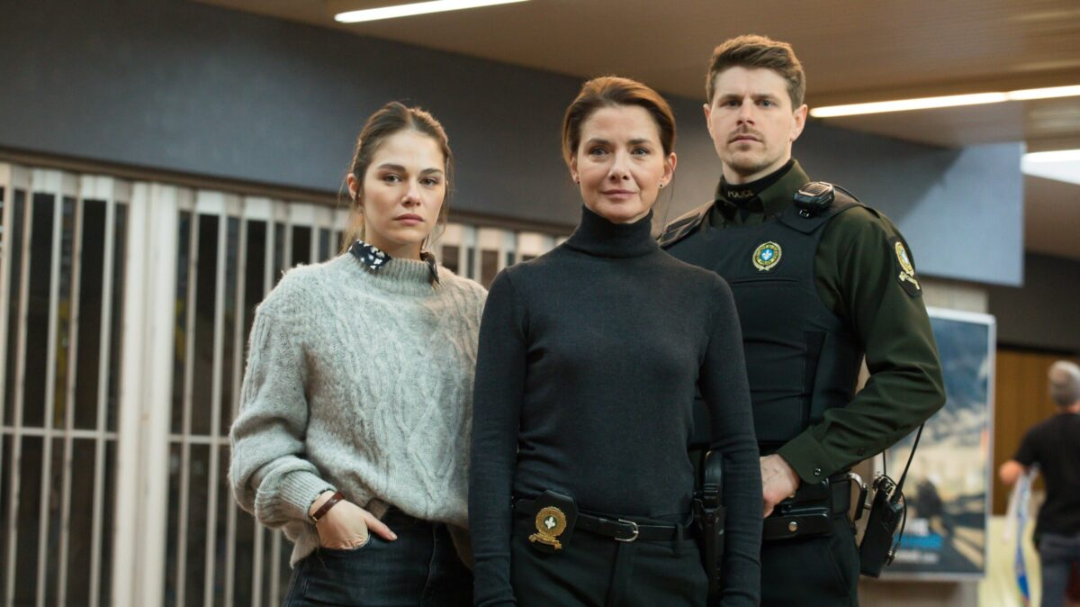 The Wall (La Faille) promo shot with Marpier Morin as Sophie Taylor, Isabel Richer as Céline Trudeau, and Alexandre Landry as Alex Théberge